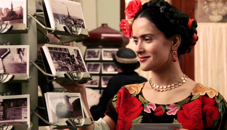 Salma Hayek muestra descontento por edición de muñeca 'barbie' de Frida Kahlo