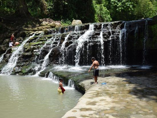 Chindul atrae con cascadas