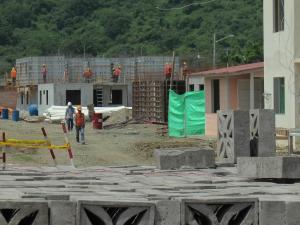 Construcción de casas se encuentra suspendida