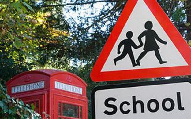 Más de 400 colegios del Reino Unido reciben amenazas de bomba falsas