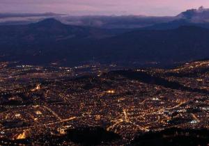 Quito se suma a la Hora del Planeta con un apagón y paseos en bicicleta