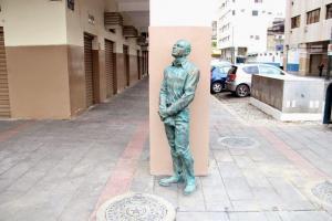 Retiran monumento de Alberto Spencer colocado en el centro de Guayaquil