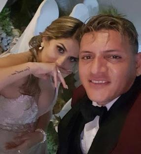 El capitán del Delfín, Carlos Garcés, se casó