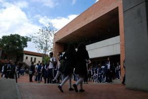 Autoridades colombianas detienen 196 personas que vendían drogas en colegios