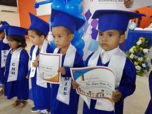 El Mies graduó 40 niños de los CNH