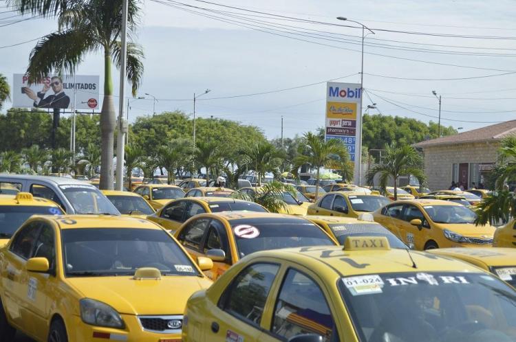 Taxistas de Manta piden controlar la informalidad y la delincuencia, y vías en buen estado