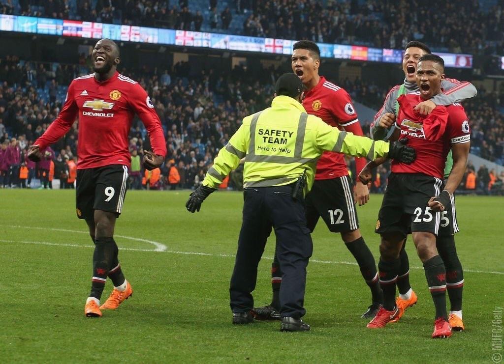 El Manchester United venció al City y le privó la posibilidad de ser campeón