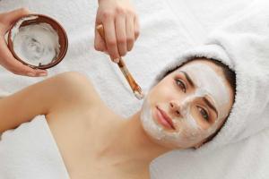 Cinco mascarillas sencillas y económicas para hidratar tu piel