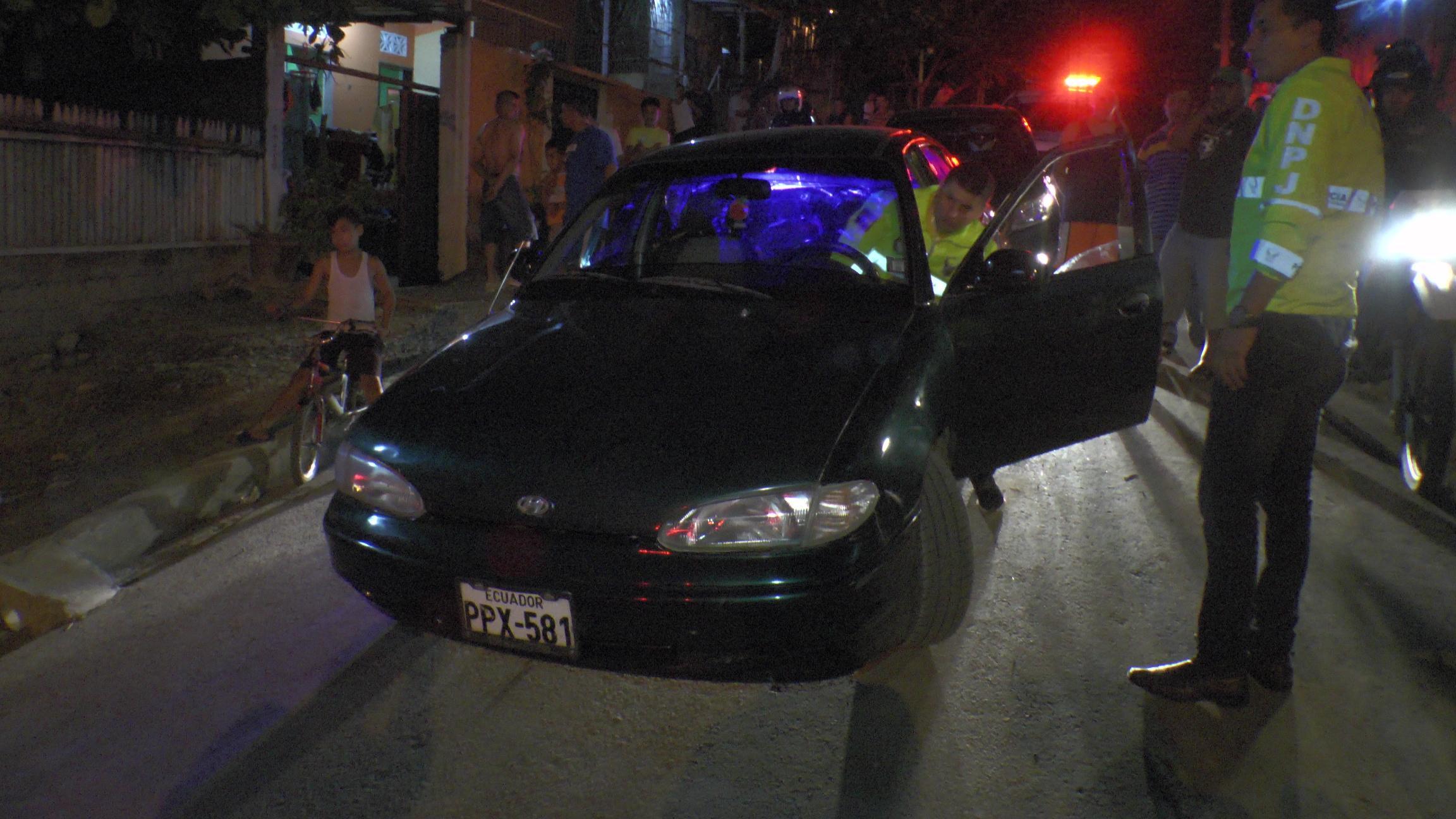 Encuentran carro que arrastró a vigilante de la CTE en la vía Portoviejo-Crucita