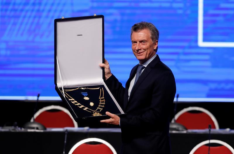 La Conmebol otorga máxima condecoración a Macri por su aporte al fútbol