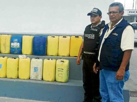En operativo decomisan 300 litros de alcohol artesanal