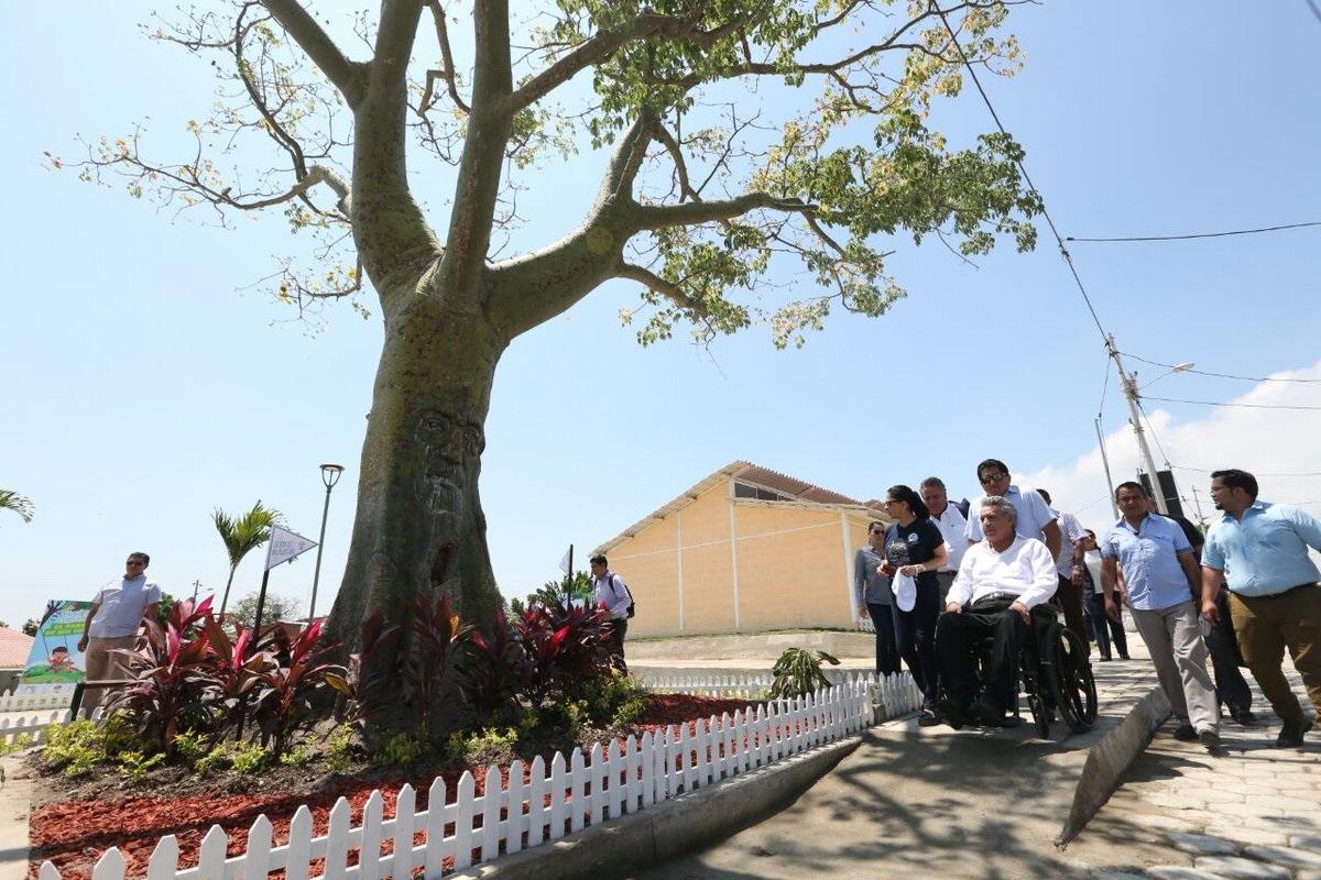 Presidente inaugura casas para afectados del terremoto en Manta y Portoviejo