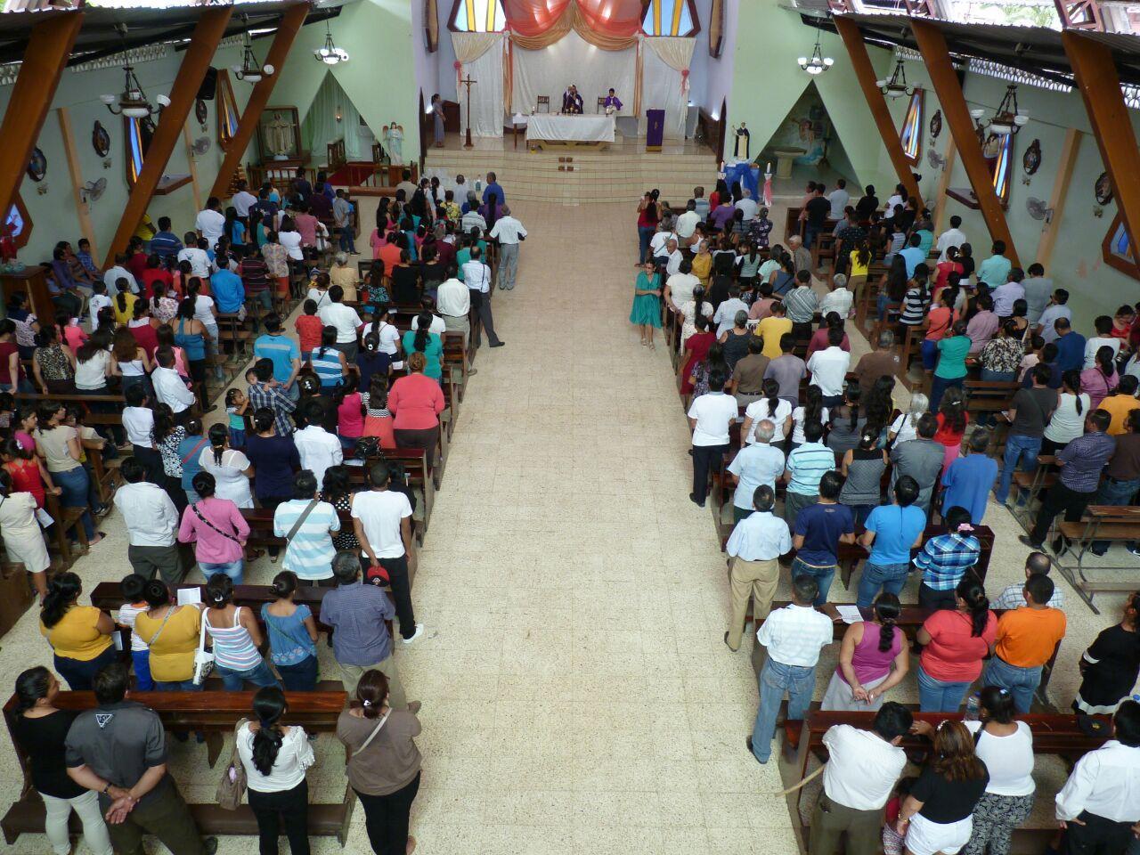 Procesión y misa en honor a fallecidos por el terremoto en Paján