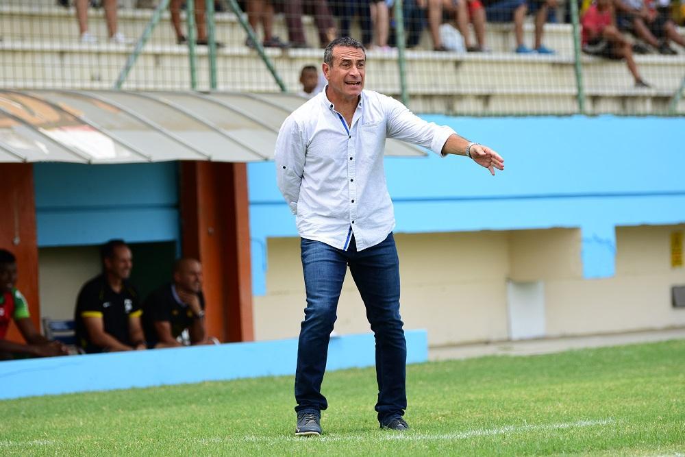 Guillermo Sanguinetti no va más como técnico de Delfín