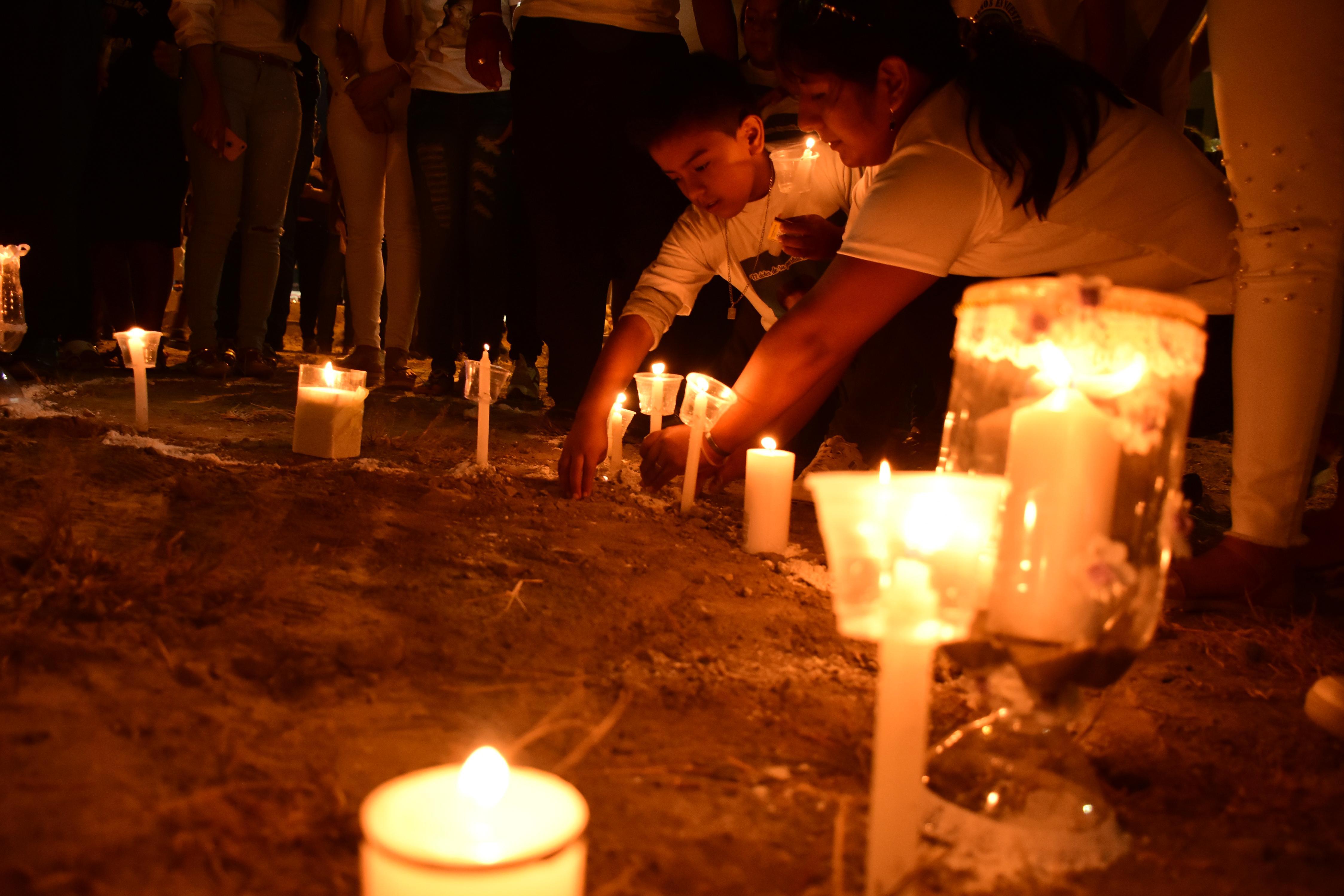 Manta: Actos de fe, acompañados de velas y silencio se congregaron en la exbahía Tarqui