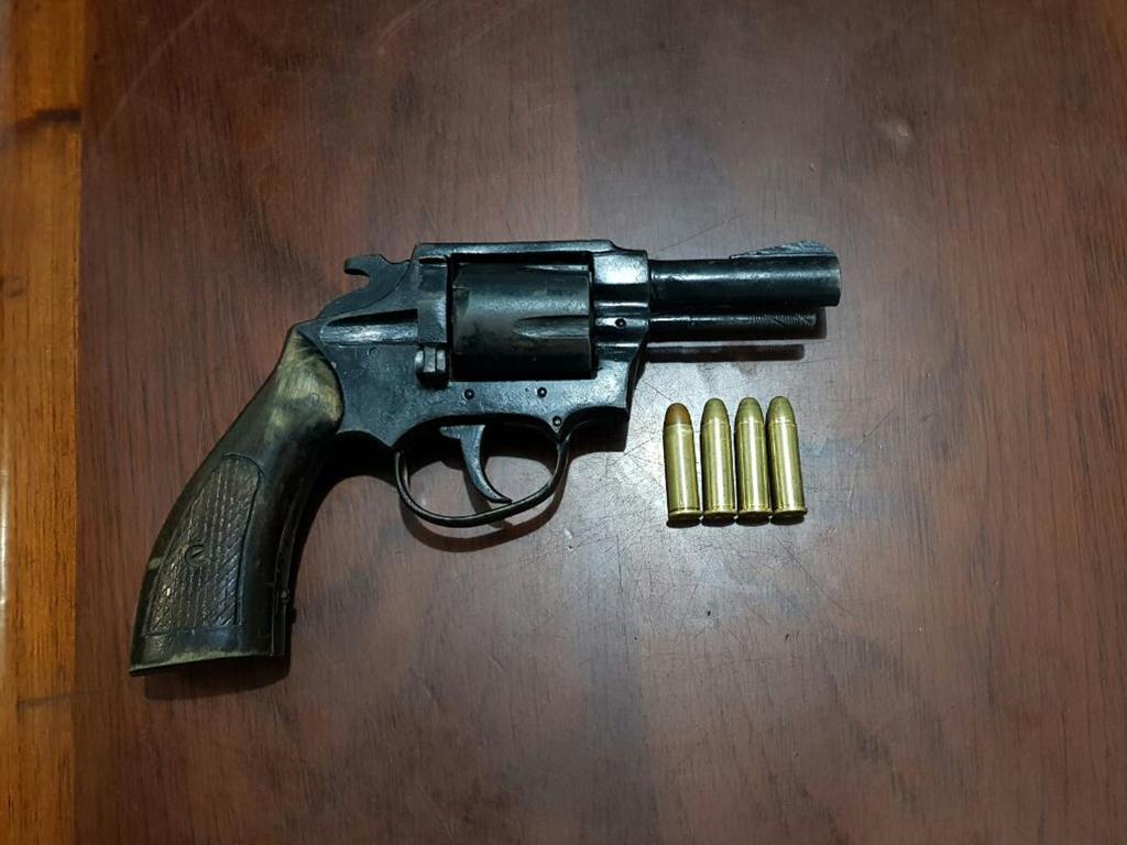 Dos personas detenidas en un burdel por portar una arma de for Interior y policia consulta de arma