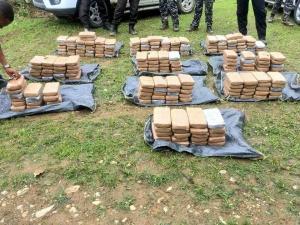 Policía decomisa 1,8 toneladas de droga en la provincia de Esmeraldas