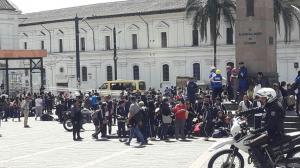Alarma en una unidad educativa de Quito por supuesta presencia de bomba
