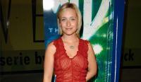 Arrestan a la actriz Allison Mack de 'Smallville', implicada en secta que marcaba como ganado a mujeres