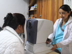 Entregarán prótesis  gratuitas a personas con problemas oculares