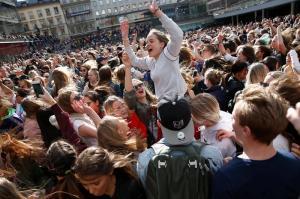 Miles de personas bailan en Estocolmo como homenaje de despedida a Avicii