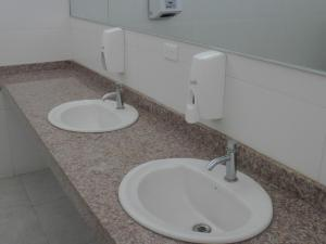 Atienden los baños de damas en Las Vegas, tras quejas ciudadanas