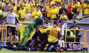 Barcelona disfruta su invicto, pero se enfrenta a deudas por demandas ante la FIFA