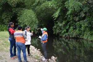 Autoridades analizan  contaminación de río