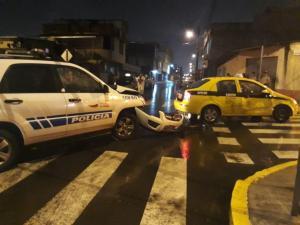Choque entre un  taxi y un patrullero