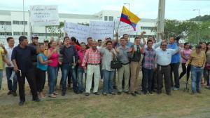 Profesionales protestaron en los exteriores del Hospital de Especialidades de Portoviejo
