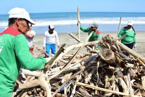 ''Playa limpia, conciencia limpia'', una minga que reunió a 400 voluntarios