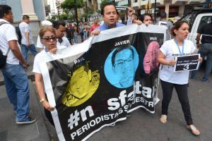 Familias del equipo de diario El Comercio asesinado exigen detalles de negociación