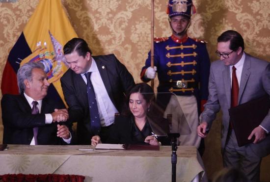 Lenín Moreno posesiona a varios funcionarios de su gabinete presidencial