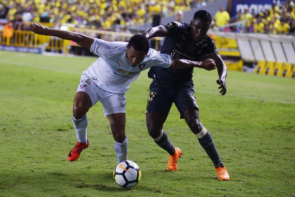 Liga de Quito y Barcelona SC continúan puja por billete local a Libertadores