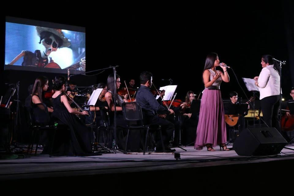 Noche de música y cine en  la Plaza Cívica de Manta