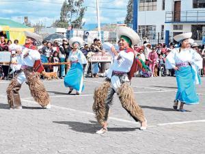 Reviven las danzas típicas