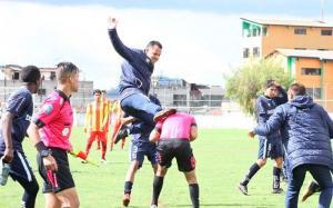 Árbitros solicitarán expulsión de equipo juvenil de Universidad Católica por agresión a un central