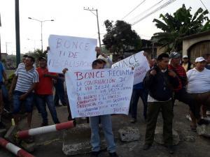 Santa Ana: Habitantes de Monte Oscuro reclaman abandono de carretera a Bonce