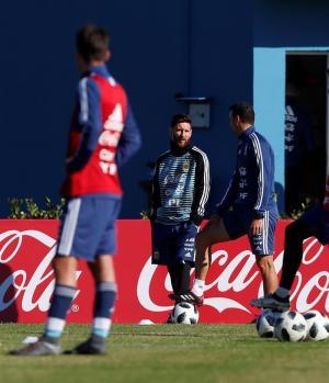 Messi se incorpora a los entrenamientos de Argentina