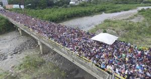 Éxodo de venezolanos a otros países continuará en el 2018, según Comisionado