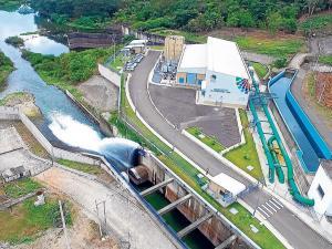 Refinería Manabí reconoce que bota miles de litros de agua