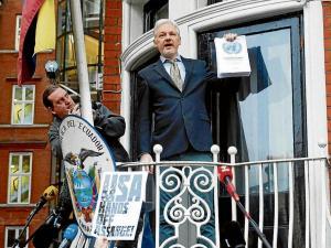 Refugio de Assange en embajada de Ecuador peligra, según CNN
