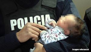 Mujer da a luz en una patrulla cuando la llevaban al hospital