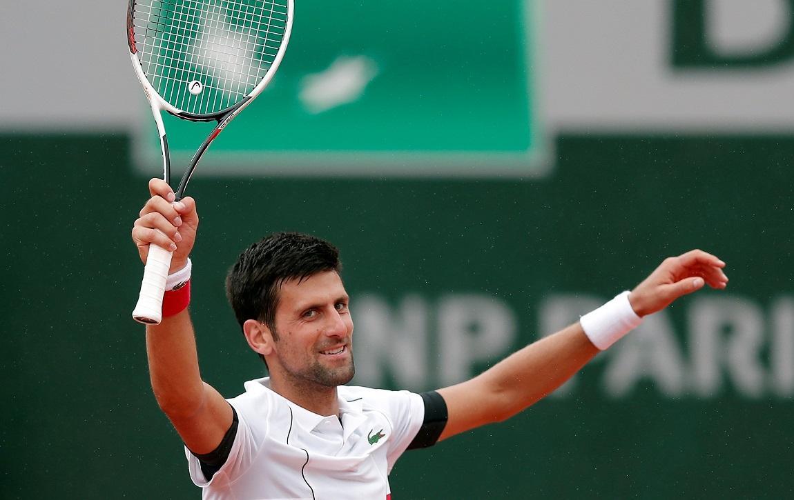 El tenista serbio Novak Djokovic celebra clasificación uniéndose al 'Dura Challenge'