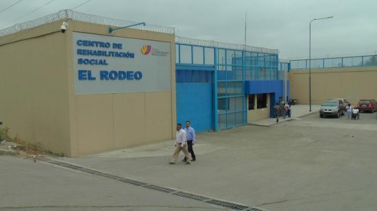 Mujer asegura recibir 'malos tratos' en visitas a la cárcel El Rodeo