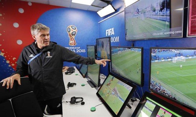La FIFA muestra la sala de operaciones del VAR