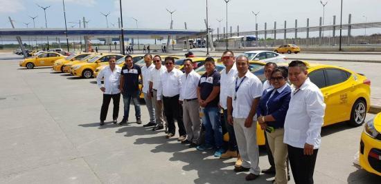Doce taxis en Manta circulan con Internet gratuito