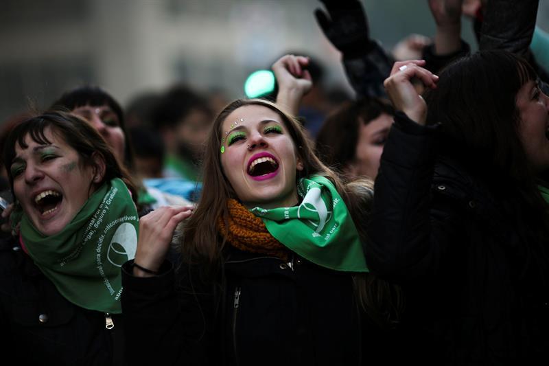 Obispos argentinos dicen que ''duele'' avance de ley de aborto y piden diálogo