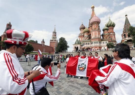 Aficionados peruanos demostraron con disfraces que a su país lo llevan en el corazón