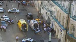 Un taxi atropella a una multitud de personas en el centro de Moscú, Rusia